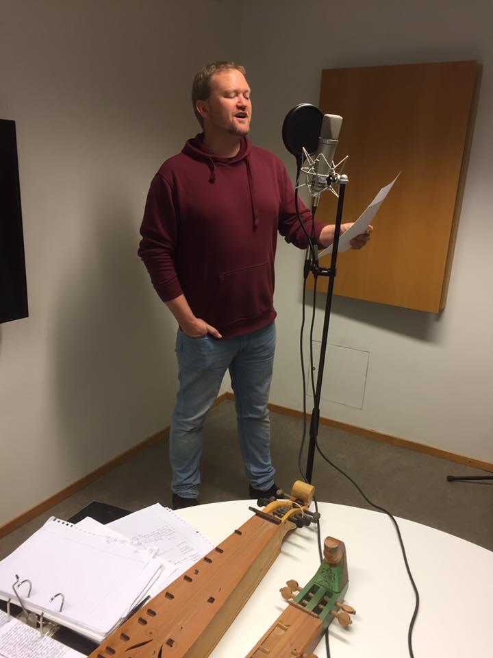 Olaf Moen syng